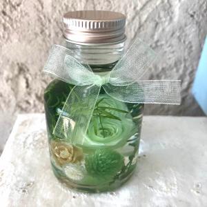 「ハーバリウム・バラの小瓶」(グリーン)プリザーブドフラワーのローズがメインの小さいけどかわいくゴージャスなアレンジメント 母の日に|arancia-mm