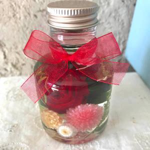 「ハーバリウム・バラの小瓶」(レッド)プリザーブドフラワーのローズがメインの小さいけどかわいくゴージャスなアレンジメント 母の日に|arancia-mm