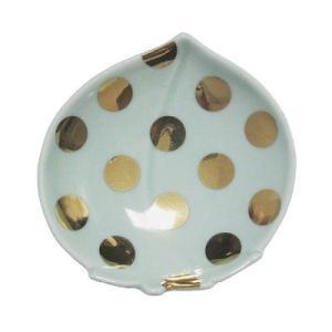 豆皿は陶磁器の産地として知られる肥前地区で多く作られました。日本独特の食事形式が、大きすぎない器の需...