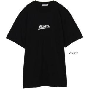 ミルクフェド MILKFED. 人気のヘビメタロゴがプリントされたメンズサイズの半袖Tシャツ。ビック...