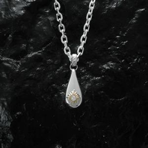 素材:SV925×K18×ダイヤモンド SIZE約:縦16.0×横7.0×厚み3.0mm ※本体のサ...
