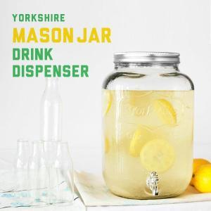 人気のメイソンジャーのドリンクディスペンサー。レモネードやサングリアなどの果実酒瓶にも使えそうなヴィ...