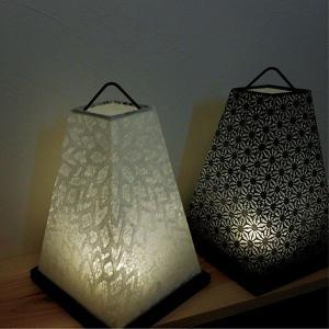 サイズ:角150 高さ235mm 材質:レース和紙(菊花・白) 電球タイプ:LED(ON/OFFスイ...