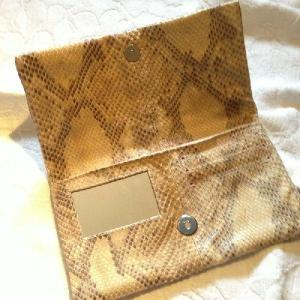 普段にもパーティーにも! お財布とお化粧ポーチがひとつになったクラッチバッグ aro-di-lusso original パイソン トゥルッコクラッチ Python TruccoClutch|aro-di-lusso|02