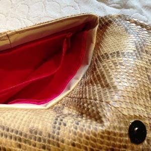 普段にもパーティーにも! お財布とお化粧ポーチがひとつになったクラッチバッグ aro-di-lusso original パイソン トゥルッコクラッチ Python TruccoClutch|aro-di-lusso|03