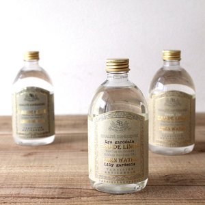 エッセンシャルオイルを抽出した後に残る、香りが凝縮された水です。 ほのかなルームスプレーやアイロンが...