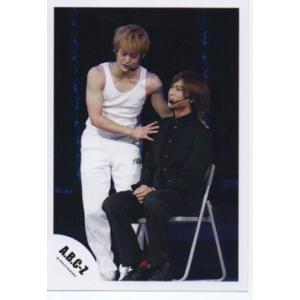 橋本良亮&塚田僚一(A.B.C-Z)公式生写真/橋本椅子に座り・塚田衣装白|arraysbook