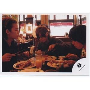 山田涼介&知念侑李&中山優馬[NYC] 公式生写真/Jロゴ・食べ物食べ|arraysbook