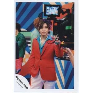 山田涼介(Hey!Say!JUMP) 公式生写真/ウィークエンダー・衣装赤×水色×ズボン白・口閉じ|arraysbook