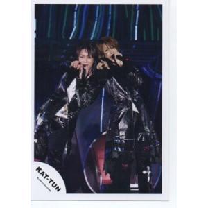 亀梨和也&上田竜也(KAT-TUN) 公式生写真/マイク持ち・衣装黒×白 arraysbook