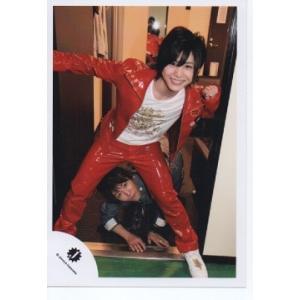 亀梨和也&山田涼介 公式生写真/Jロゴ・カメラ目線・山田衣装赤×白|arraysbook