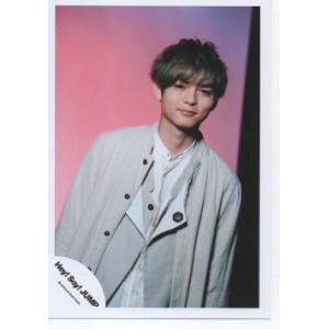 薮宏太(Hey!Say!JUMP) 公式生写真/OVER THE TOP・衣装白×ベージュ・口閉じ・背景ピンク×紫×黒|arraysbook