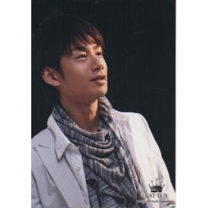 中丸雄一(KAT-TUN) 公式生写真/2010年・衣装白×グレー・背景黒・目線若干右方向 arraysbook