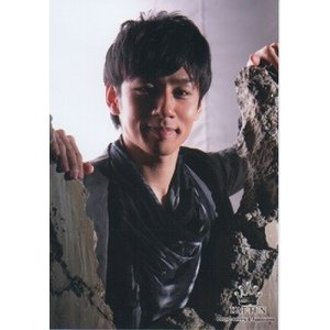 中丸雄一(KAT-TUN) 公式生写真/2010年・衣装黒×グレー・カメラ目線・口閉じ arraysbook