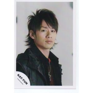 中丸雄一(KAT-TUN) 公式生写真/衣装黒×赤・カメラ目線・口閉じ・背景グレー arraysbook