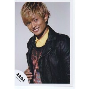 塚田僚一(A.B.C-Z)公式生写真/衣装黒×黄色×茶色・カメラ目線・歯見せ arraysbook