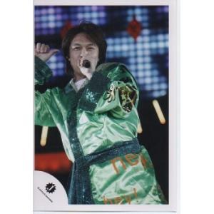 丸山隆平(関ジャニ∞) 公式生写真/衣装緑・マイク持ち・右手親指立て・Jロゴ|arraysbook