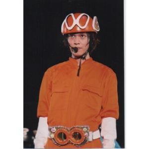 丸山隆平(関ジャニ∞) 公式生写真/衣装オレンジ×白、エイトレンジャー衣装・背景黒・口閉じ|arraysbook