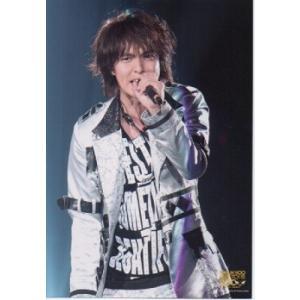 丸山隆平(関ジャニ∞) 公式生写真/LIVE TOUR 2008・衣装銀×白×黒・マイク持ち|arraysbook