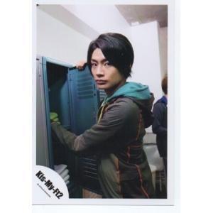 横尾渉(Kis-My-Ft2/キスマイ) 公式生写真/Kis-My-Ft2 Live Tour Good いくぜ!・衣装グレー×オレンジ×緑・カメラ目線|arraysbook