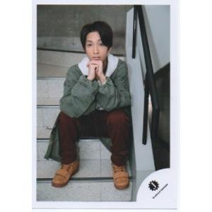 田中樹(SixTONES) 公式生写真/Jロゴ・衣装緑×白・座り・カメラ目線|arraysbook