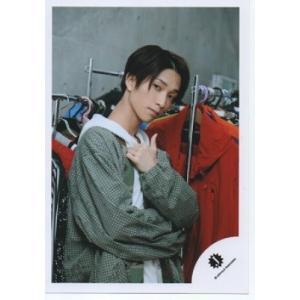 田中樹(SixTONES) 公式生写真/Jロゴ・衣装緑×白・カメラ目線・親指立て|arraysbook