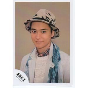 戸塚祥太(A.B.C-Z)公式生写真/衣装白×水色・帽子・カメラ目線・口閉じ・背景ベージュ|arraysbook