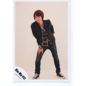 宮田俊哉(Kis-My-Ft2/キスマイ) 公式生写真/衣装黒×白・背景ベージュ・目線左方向|arraysbook