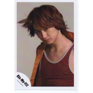 宮田俊哉(Kis-My-Ft2/キスマイ) 公式生写真/衣装オレンジ×赤×グレー・口閉じ・背景グレー|arraysbook