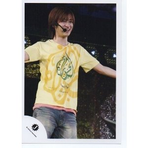 宮田俊哉(Kis-My-Ft2/キスマイ) 公式生写真/衣装黄色×ピンク・Jロゴ・両手横・笑顔|arraysbook