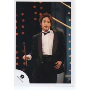桐山照史(ジャニーズWEST) 公式生写真/衣装黒×白・Jロゴ・物持ち・口閉じ|arraysbook