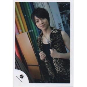 重岡大毅(ジャニーズWEST) 公式生写真/Jロゴ・衣装茶色×黒・ネックレス・カメラ目線|arraysbook
