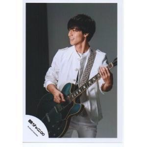 錦戸亮(関ジャニ∞) 公式生写真/NOROSHI・衣装白・ギター持ち・目線左方向・歯見せ|arraysbook