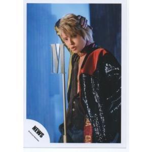手越祐也(NEWS) 公式生写真/EMMA・衣装黒×赤×黄・背景青|arraysbook