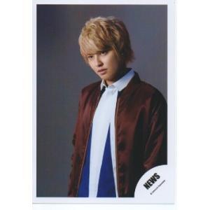 手越祐也(NEWS) 公式生写真/NEVERLAND・衣装茶色×白×青・背景グレー・目線若干左方向|arraysbook