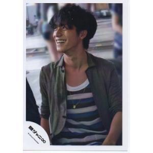 錦戸亮(関ジャニ∞) 公式生写真/衣装カーキ×白×青・口開け・目線左方向|arraysbook