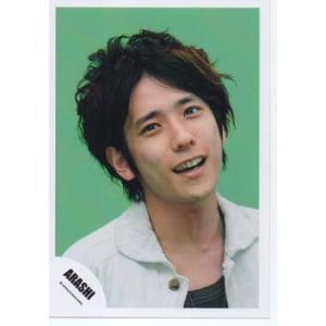 二宮和也(嵐) 公式生写真/Love Rainbow・衣装白×黒・背景緑・口開け|arraysbook