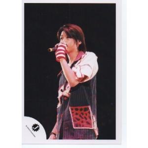 高木雄也(Hey!Say!JUMP) 公式生写真/Jロゴ・衣装黒×白×赤・マイク持ち・背景黒 arraysbook