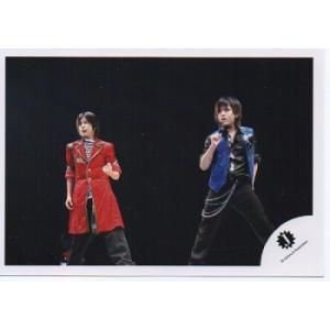 山田涼介&中島裕翔(Hey!Say!JUMP) 公式生写真/Jロゴ・背景黒・目線若干左方向|arraysbook