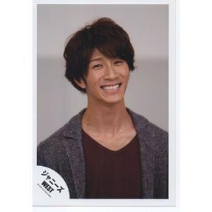 濱田崇裕(ジャニーズWEST) 公式生写真/衣装茶色・背景グレー・笑顔|arraysbook