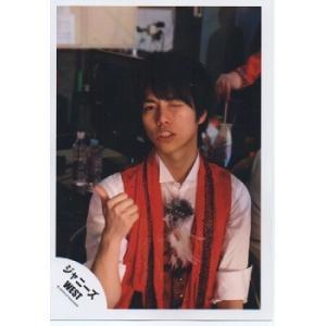 重岡大毅(ジャニーズWEST) 公式生写真/衣装白×赤・カメラ目線・親指立て|arraysbook