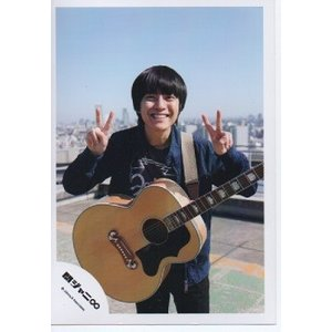 渋谷すばる(関ジャニ∞) 公式生写真/ここにしかない景色・衣装紺・ギター持ち・カメラ目線・両手ピース|arraysbook