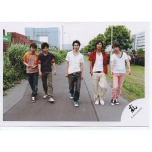 嵐 集合 公式生写真/SUMMER TOUR 2005 One・嵐ロゴ・真ん中松本・カメラ目線/大野智 櫻井翔 二宮和也 相葉雅紀 松本潤|arraysbook