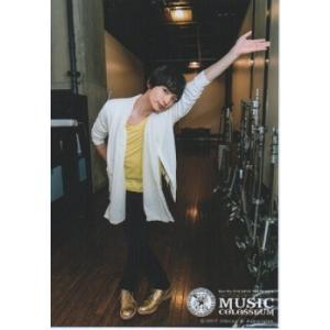 玉森裕太(Kis-My-Ft2/キスマイ) 公式生写真/MUSIC COLOSSEUM 2017・衣装白×黄・カメラ目線・口閉じ|arraysbook