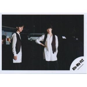 藤ヶ谷太輔&玉森裕太(Kis-My-Ft2/キスマイ) 公式生写真/衣装白×黒・背景黒・口閉じ|arraysbook