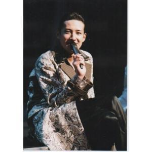 松岡昌宏(TOKIO) 公式生写真/衣装白×黒×うす茶色・マイク持ち arraysbook
