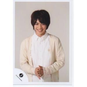 岩橋玄樹(King&Prince) [キンプリ] 公式生写真/Jロゴ・衣装白・笑顔・背景うすいグレー arraysbook