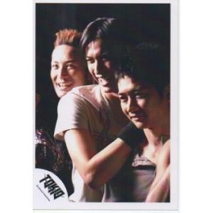 松岡昌宏&長瀬智也&国分太一(TOKIO) 公式生写真/背景黒・長瀬松岡笑顔|arraysbook