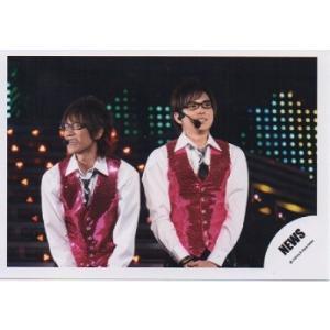 小山慶一郎&加藤シゲアキ(NEWS) 公式生写真/衣装白×ピンク・ネクタイ黒・メガネ|arraysbook