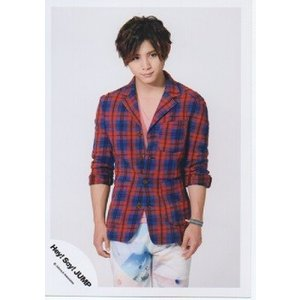 山田涼介(Hey!Say!JUMP) 公式生写真/ウィークエンダー・衣装赤×青×白×水色・背景白・口閉じ|arraysbook